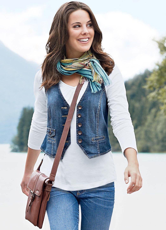 С чем носить удлиненную джинсовую жилетку без рукавов женскую