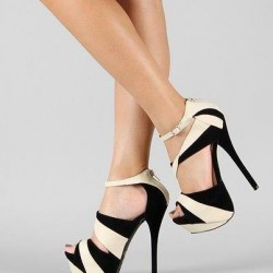 Siyah Ve Krem Bilekten Bağlı Ayakkabı Modelleri