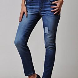 Topuklu İle Yamalı Kot Pantolon Kombinleri