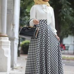 Kareli Bayramlık Tesettür Elbise Modelleri