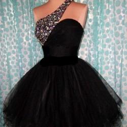 Siyah Mezuniyet Balosu Kıyafetleri