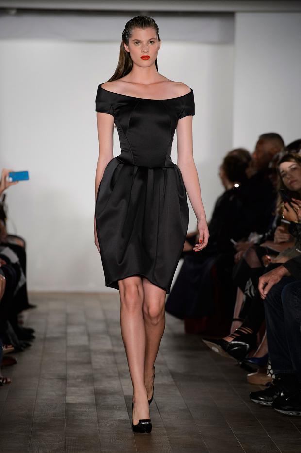 Gösterişli Siyah Zac Posen 2015 İlkbahar - Yaz Koleksiyonu