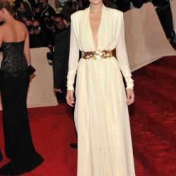 Beyaz V Yaka Elbise Modelleri