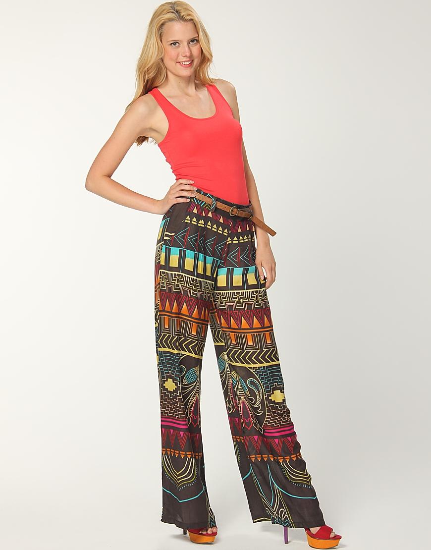 Desenli şık pantolon modelleri çok moda