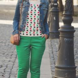 Kot ceket ve yeşil pantolon kombini