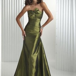 İddialı Asker Yeşili Elbise Modelleri