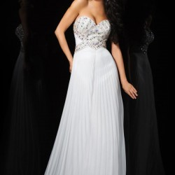 En İddialı Pileli Beyaz Elbise Modelleri