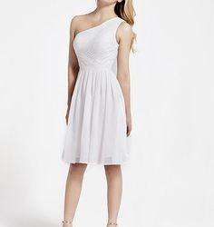 Tek Omuzlu Beyaz Pileli Elbise Modeli