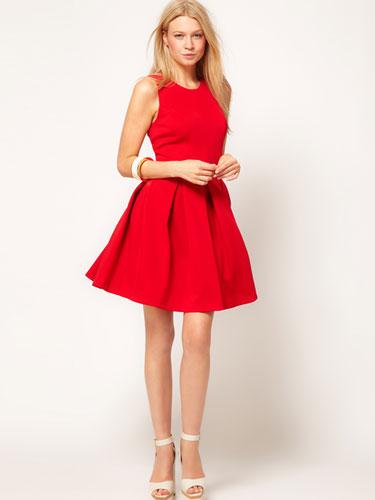 Genç Bayanlar İçin Kırmızı Elbise Modeli