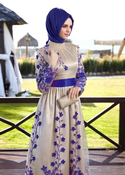 2892ef5a801d0 Çiçek Desenli Çok Güzel Alvina Tesettür Abiye Elbise Modelleri