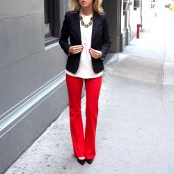 En Güzel Kırmızı Pantolon Modelleri ve Kombin Seçenekleri