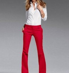 Kırmıız Pantolon Beyaz Gömlek Kombinleri
