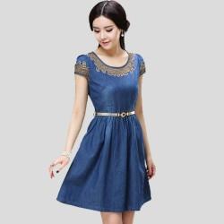 İşlemeli ve Kemer Detaylı Kot Elbise Modeli