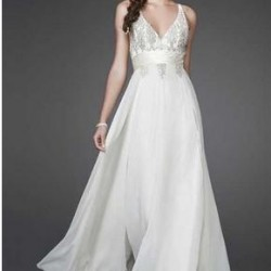 Beyaz Renkli V Yaka Uzun Kloş Abiye Modelleri 2016