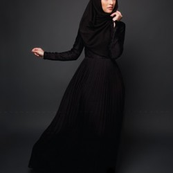 Siyah Kapalı Pileli Etekli Elbise Modelleri 2016