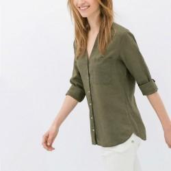 Asker Yeşili Gömlek ve Beyaz Pantolon Kombini