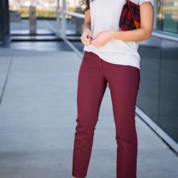 Bordo Pantolon V Yaka Tişört Kombinleri