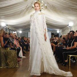 """Londra Moda Haftasında 2017 İlbahar - Yaz Zeynep Kartal Defilesinde """"Demokrasi Gelinliği"""" Büyük İlgi Gördü"""
