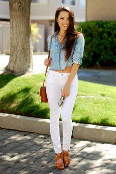 Beyaz Pantolon ve Kot Kısa Gömlek Kombinleri Oldukça İddialı Durmakta
