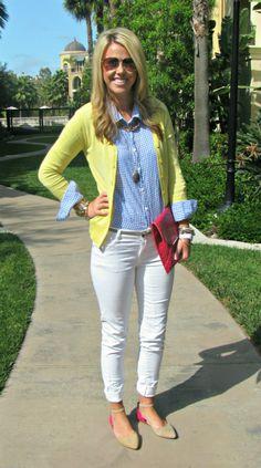 Beyaz Pantolon ve Mavi Gömlek Kombinleri.jpg
