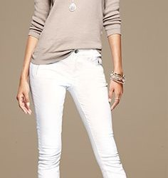 Dar Kesim Beyaz Pantolon İle Uzun Kollu Triko-Kombinleri İle Şıklık Hiç Hayal Değil