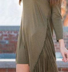 Oldukça Kibar ve Şık Püsküllü Elbise Modeli