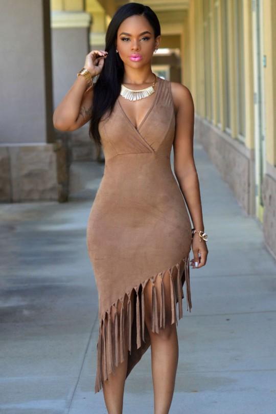 Çok Alımlı ve Göz Alıcı Güzellikte Püsküllü Elbise Modeli