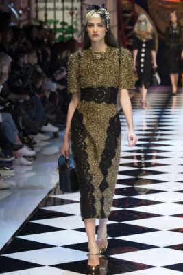 Dünya modasından öne çıkan özel tasarım en gösterişli elbise modelleri