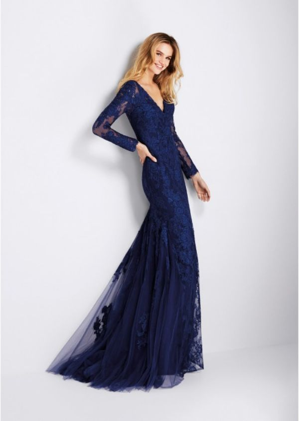 En İddialı İşlemeli Pileli Elbise Modelleri 2018