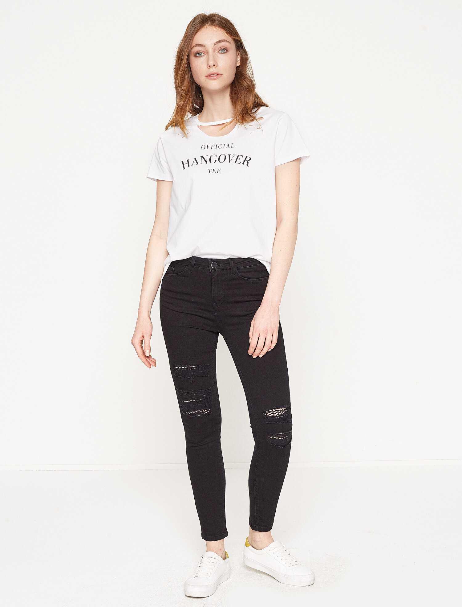 Siyah Yırtık Kot Pantolon Kombinleri