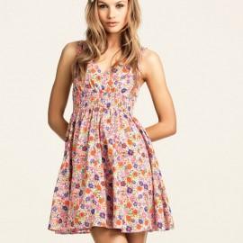 Kısa Çiçekli Elbise Modelleri