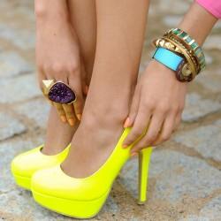 Şık Neon Ayakkabı Modelleri