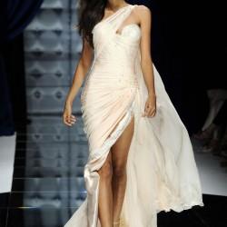 Beyaz Yeni Asimetrik Kesim Elbise Modelleri