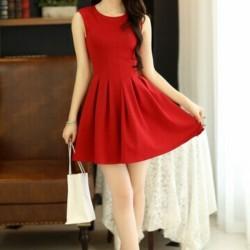 Kolsuz Kırmızı Yeni Pileli Elbise Modelleri