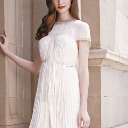 En Güzel Beyaz Pileli Elbise Modelleri