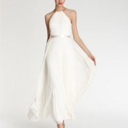 Günlük Giyinebileceğiniz Çok Zarif Beyaz Pileli Elbise Kombini