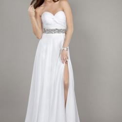 Yırtmaçlı Beyaz Pileli Elbise Modelleri