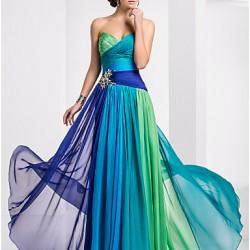 Rengarenk Süslemeli Mezuniyet Elbisesi Modelleri