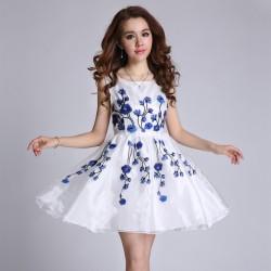 Çiçek Desenli Çok Hoş Elbise Modelleri