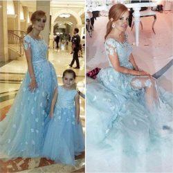 Mavi Renkli Oldukça Şık Anne ve Kız Çocuk Abiye Modelleri