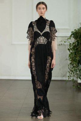 Londra Moda Haftası Bora Aksu Tasarımlarından Siyah Püsküllü En Zarif Elbise Modeli