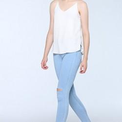 Buz Mavisi Yırtık Pantolon Kombinleri